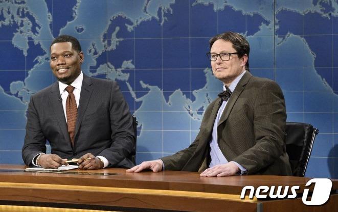 금융전문가로 분한 머스크(오른쪽) - NBC 화면 갈무리