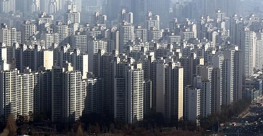 서울 갭투자 비율은 지난해 12월 43.3%, 올 1월 45.8%, 2월 47.1% 등 40% 중반대를 유지하다가 3월엔 33.2%로 내려갔지만 지난달 52.0%로 치솟았다. /사진=뉴스1