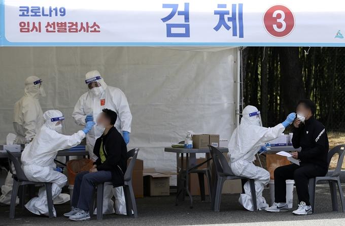 코로나19 일일 신규 확진자가 463명으로 조사됐다. 사진은 울산 남구 선별진료소 모습. /사진=뉴스1