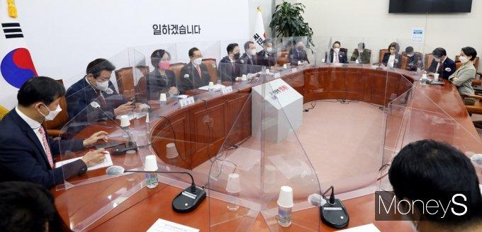 [머니S포토] 국힘 비대위 주재하는 '김기현' 대표 대행
