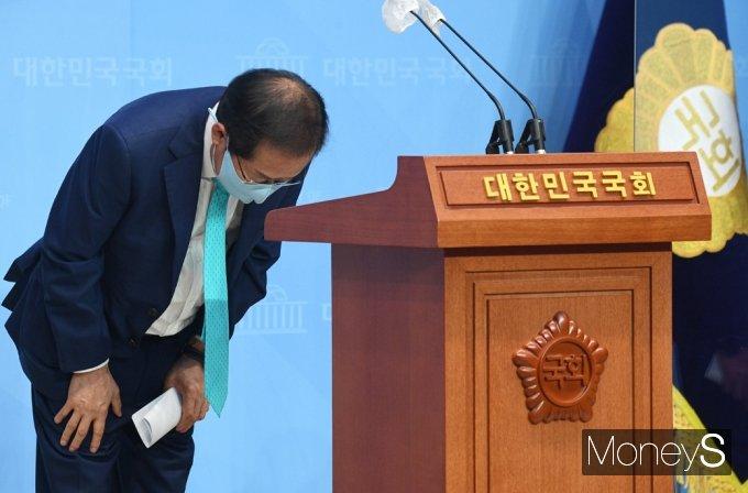 """[머니S포토] 무소속 홍준표 """"국민의힘 복당할 것…정권교체 밀알되겠다"""""""