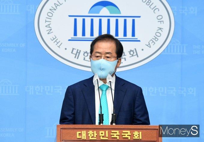 """[머니S포토] 홍준표 """"당원과 국민 복당 신청 요구 빗발…이제 돌아가야 할 때"""""""