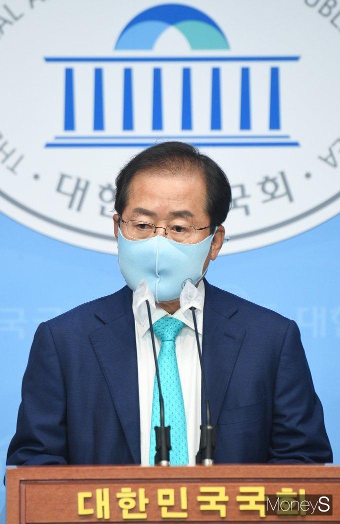 [머니S포토] 무소속 '홍준표' 국민의힘 복당계 제출 관련 기자회견