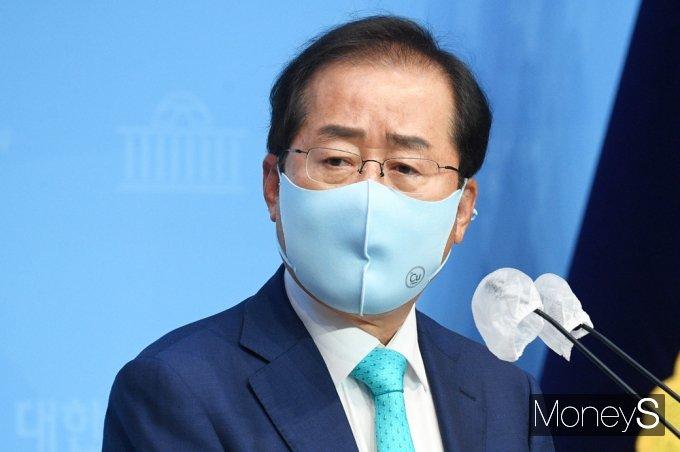 [머니S포토] 복당 의사 전하는 무소속 '홍준표'