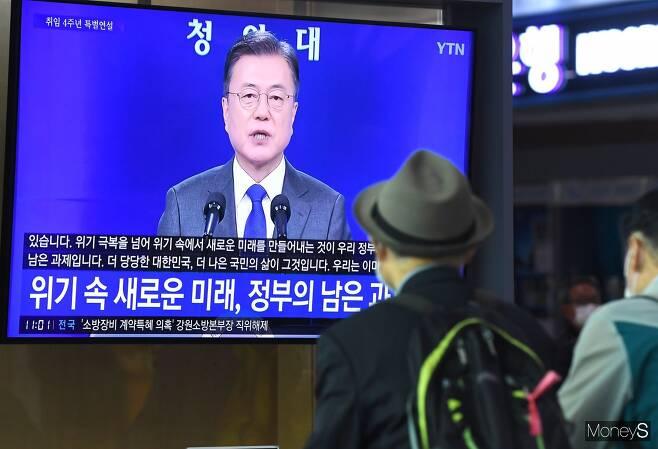 """문 대통령 """"김오수 정치적 중립성 의심 납득 안돼"""""""