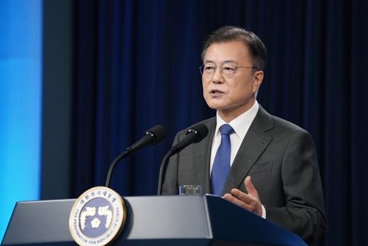 """문 대통령 """"가장 아쉬운 점, 부동산… 보궐서 엄중한 심판"""""""