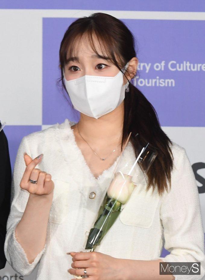 [머니S포토] 이달의 소녀 츄 '러블리 하트'