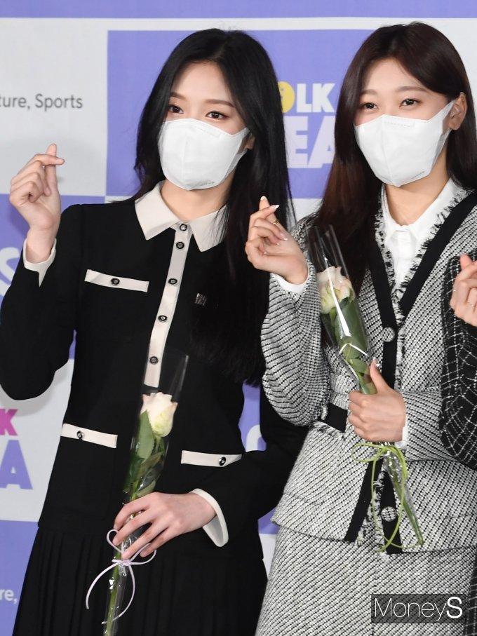 [머니S포토] 이달의 소녀 현진·최리 '예쁜 하트 뿅'