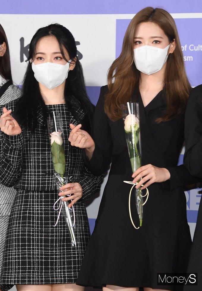 [머니S포토] 이달의소녀 비비·올리비아 혜 '예쁘다 예뻐'