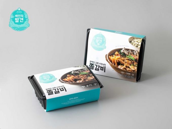 배달의민족이 가정간편식 시장에 뛰어든다 11일 첫 공개되는 가정간편식은 '강훈 사장님의 팔백집 쫄갈비'로 서울 성북구의 식당에서 판매하는 메뉴를 간편식으로 만들었다. /사진=우아한형제들