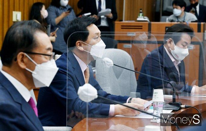 """[머니S포토] 국힘 김기현 """"文 대통령·여당 보위정치 깊은 수렁 헤어나오지 못하고 있어"""""""