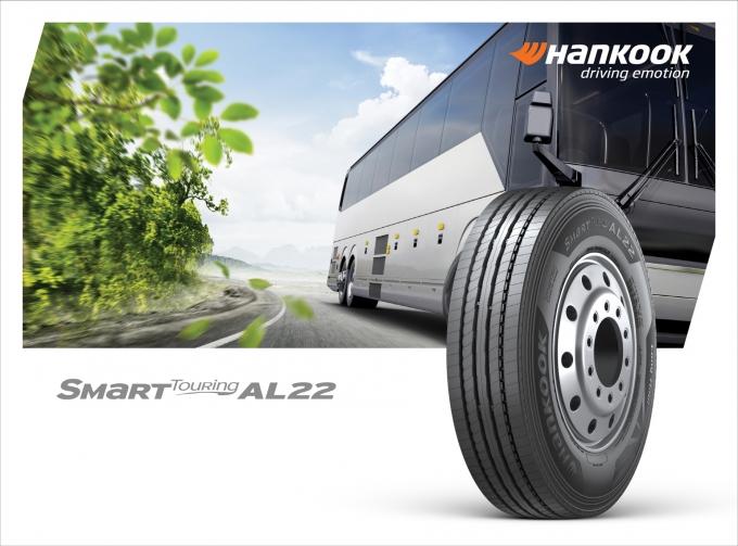 한국타이어가 고속버스 및 시외버스 전용 타이어 신제품 '스마트 투어링 AL22'를 국내 출시했다./사진=한국타이어앤테크놀로지