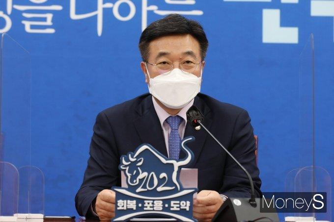 """[머니S포토] 윤호중 """"촛불정부 국민기대에 다소 부족…남은 1년 새로 시작"""""""