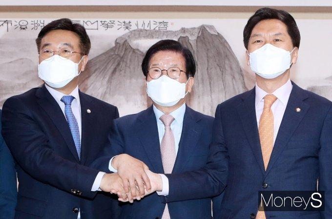 [머니S포토] 정국 해법 논의, 국회의장·여야 원내대표 회동