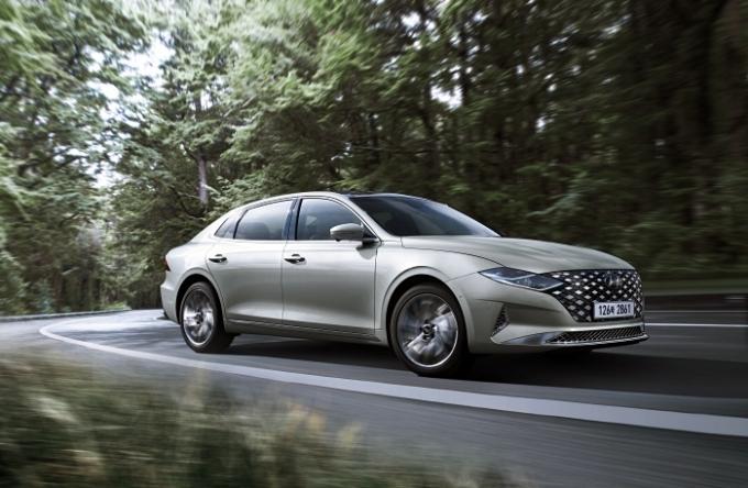 현대자동차가 우아하고 세련된 감성의 스페셜 트림 '르블랑'(Le Blanc)을 추가하고 상품성을 강화한 '2021 그랜저'를 11일 출시했다. /사진제공=현대차