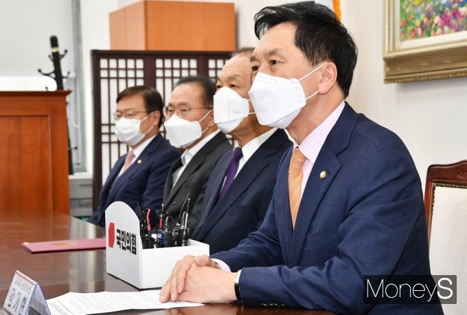 [머니S포토] 국민의힘 중앙당 선관위, 인사말 전하는 '김기현'