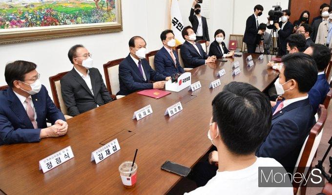 [머니S포토] 국민의힘 당대표·최고위원 선출 논의하는 중앙당 선관위