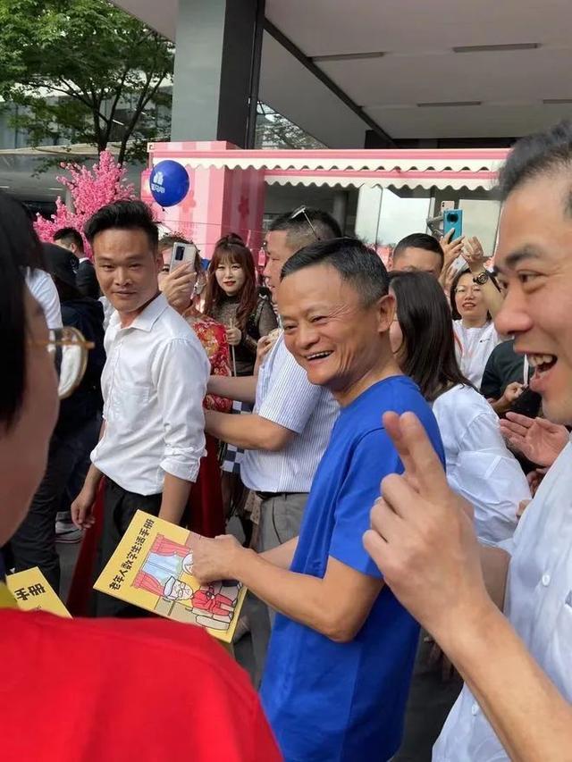 중국 정부의 규제를 비판했다가 당국의 눈밖에 난 알리바바그룹 창업자 마윈(馬雲)이 약 4개월 만에 공식석상에 나타났다. /사진=웨이보 캡처