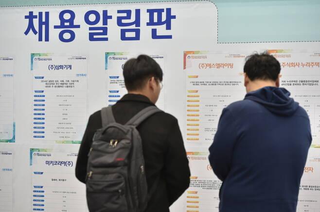 4월 취업자 수가 전년 동월 대비 65만2000명 늘었다. /사진=뉴시스