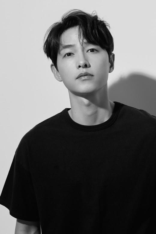 배우 윤병희가 송중기의 미모를 극찬해 관심을 모았다. /사진=하이스토리 디앤씨 제공