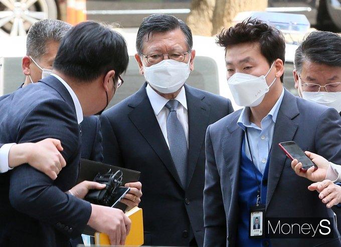 [머니S포토] 구속심사 향하는 박삼구 전 회장