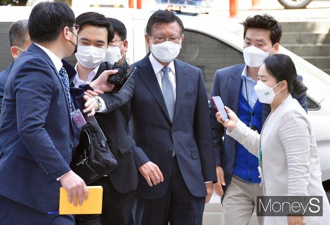 [머니S포토] 법정 향하는 박삼구 전 금호아시아나그룹 회장