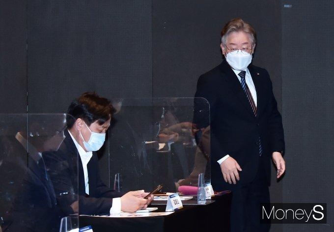 [머니S포토] 비주거용 부동산 공평과세 실현 국회 토론, 참석한 '이재명'