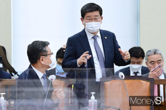 [머니S포토] 의견 나누는 행안부 장관과 소방청장
