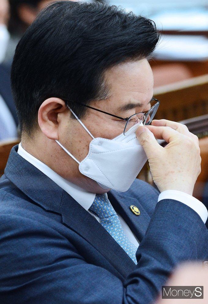 [머니S포토] 국회 행안위, 고심하는 김창룡 경찰청장