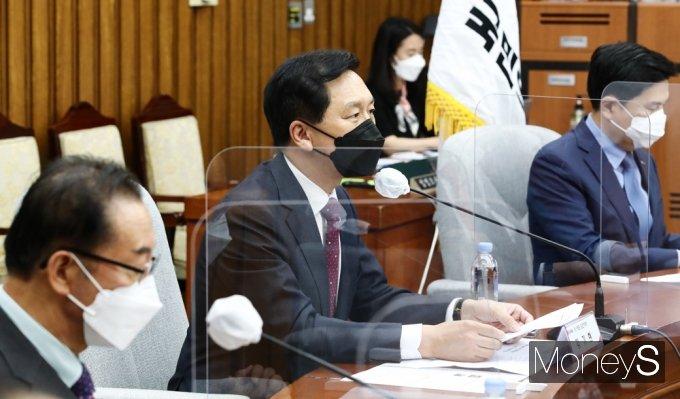 [머니S포토] 백신 불안 수급 관련 발언하는 김기현 대표 대행