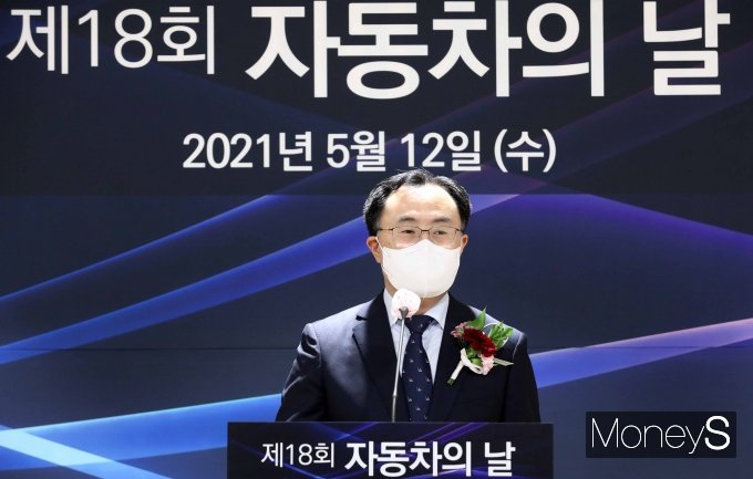 [머니S포토] 제18회 자동차의날 기념식 축사하는 문승욱 장관