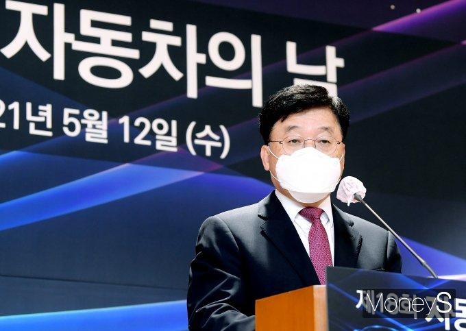 정만기 한국자동차산업협회 회장이 12일 오전 서울 서초구 자동차회관에서 열린 제18회 자동차의날 기념식에서 기념사를 하고 있다. /사진=장동규 기자