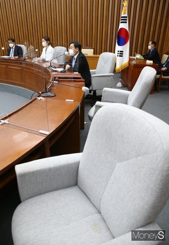 [머니S포토] '총리 인준안' 여야 팽팽한 줄다리기, 발언하는 박찬대