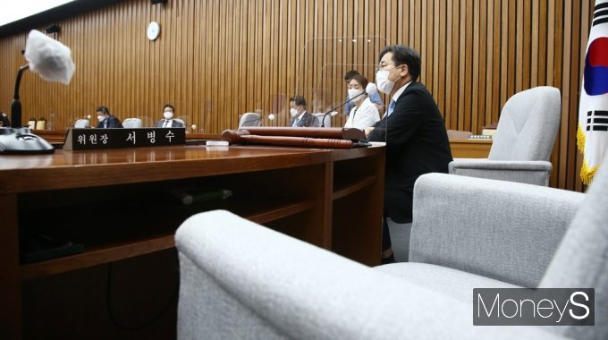 [머니S포토] 위원장 없는 '총리 인준안' 전체회의