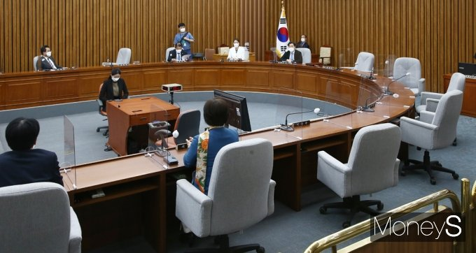 [머니S포토] 총리 인준안 특위, 서병수 위원장 野 의원들과 불참