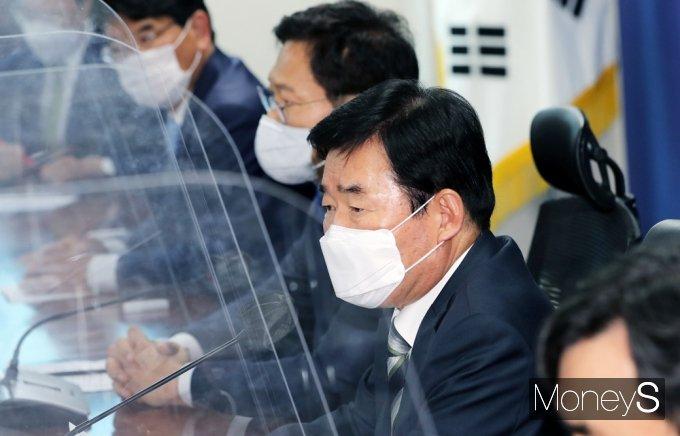 """[머니S포토] 김진표 """"투기 수요 자극 않는 한도 내에 규제 완화할 필요 있다 생각"""""""