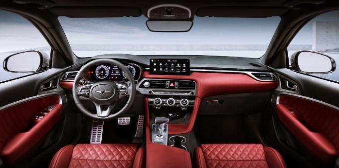 더 뉴 G70 대비 40% 더 커진 트렁크 공간과 4:2:4 비율로 접을 수 있는 2열 시트를 활용, 다양한 크기의 짐도 쉽게 적재할 수 있다. /사진제공=제네시스
