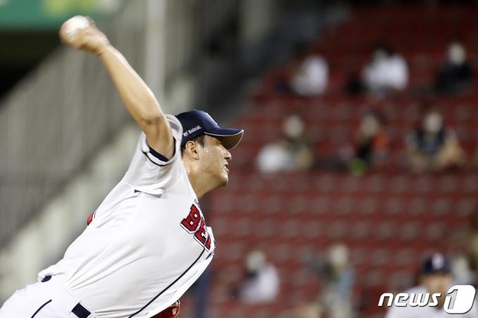 [사진] 힘껏 던지는 두산 홍건희