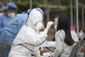 신규 확진자 715명… 보름 만에 최다 (상보)