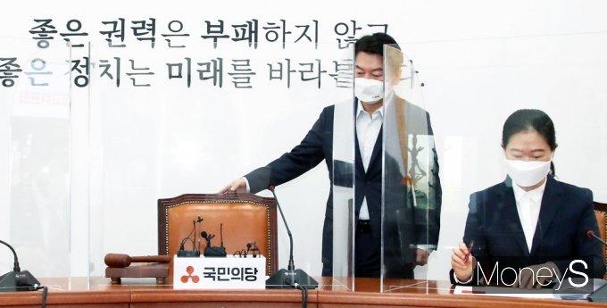 [머니S포토] 93차 최고위 참석한 국민의당 '안철수'