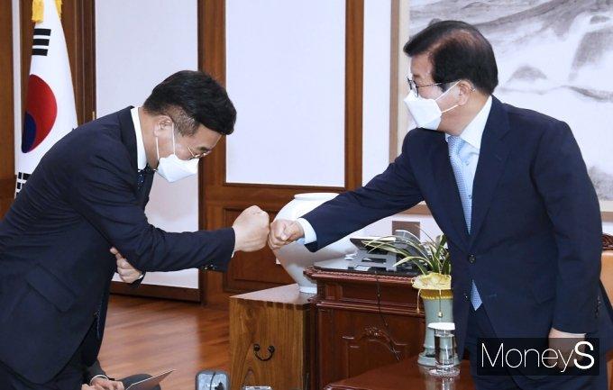 [머니S포토] 인준안 처리 본회의 요청, 의장실 방문한 '윤호중'