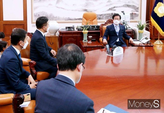 [머니S포토] 與 총리 인준안 본회의 요청, 박병석 의장 결단하나
