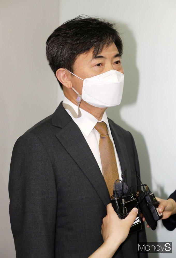 [머니S포토] 세월호 특검 현판식, 질의 답변하는 이현주