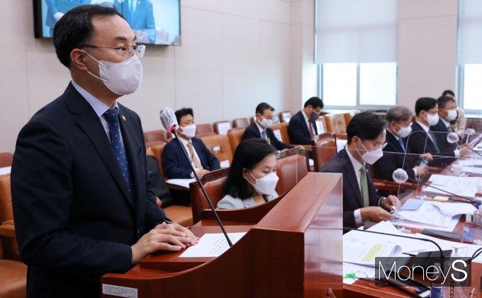 [머니S포토] 법안 통괴 정부측 인사말 전하는 문승욱 산업 장관