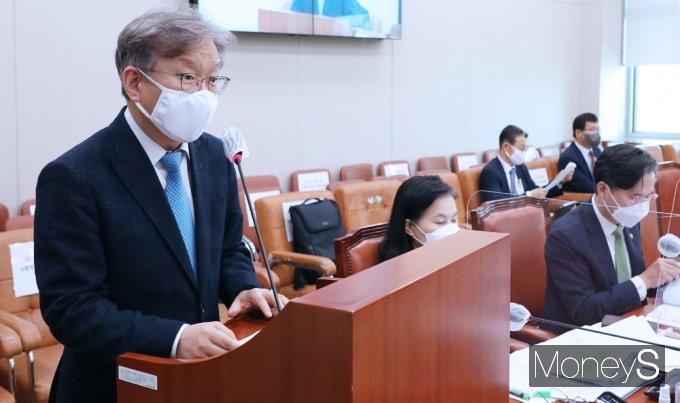 [머니S포토] 정부측 인사말 전하는 권칠승 중기 장관