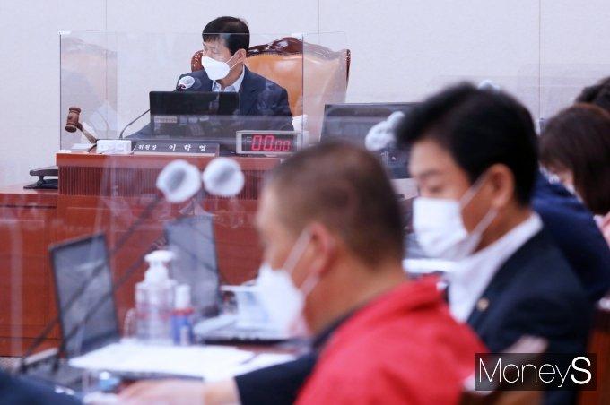 [머니S포토] 국회 '손실보상법 입법공청회' 개최 여부 쟁점속에...