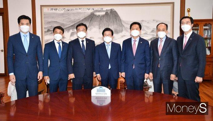 [머니S포토] '총리 인준안 논의' 국회의장 주재로 열린 여야 원내대표 회동