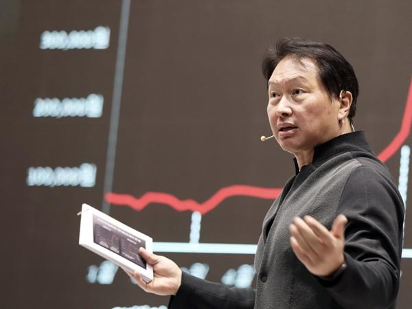 최태원 SK그룹 회장이 CEO 세미나에서 발언을 하고 있다. /사진=SK
