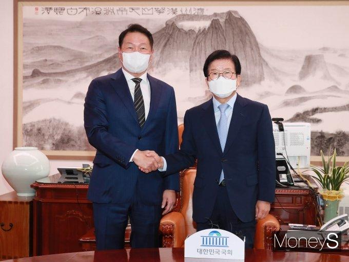 [머니S포토] 최태원 대한상의 회장, 국회 찾아 박병석 의장 예방