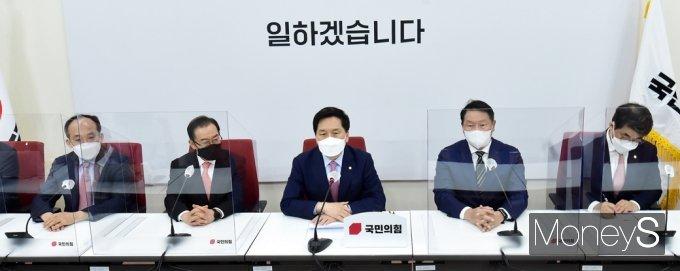 [머니S포토] 대한상의 최태원 회장, 환영 인사말 전하는 국민의힘 김기현 대행